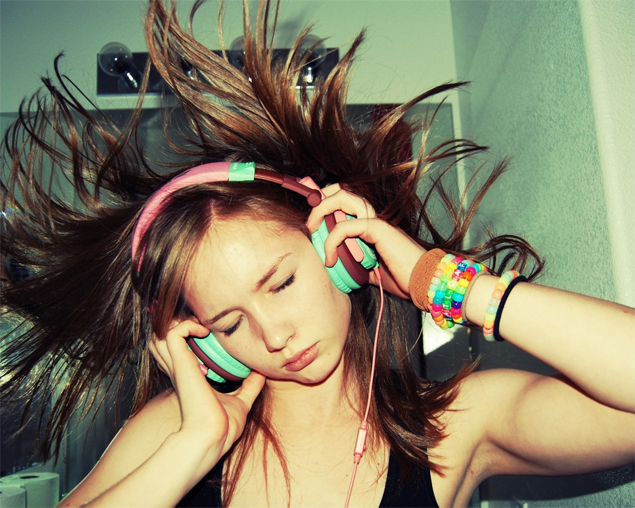 listening-music-ouvindo-musica-headphones-spotify