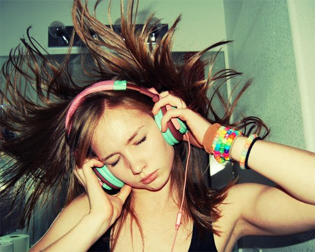 listening-music-ouvindo-musica-headphones-spotify